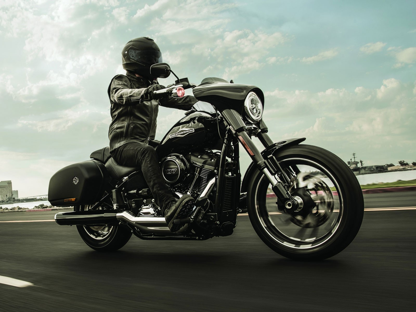 foto die neue harley davidson sport glide vom. Black Bedroom Furniture Sets. Home Design Ideas