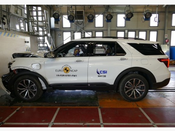 Ford Explorer im Crashtest
