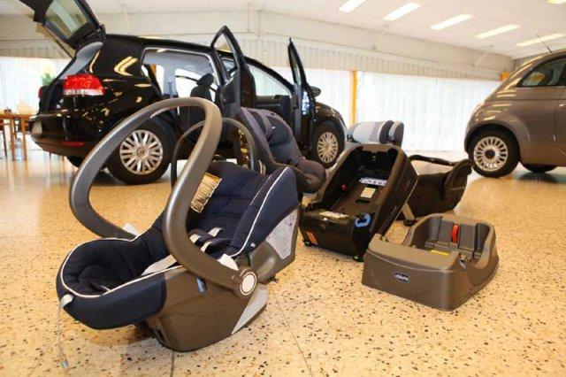 amtc hat 17 autos auf tauglichkeit f r kindersitze getestet auto. Black Bedroom Furniture Sets. Home Design Ideas