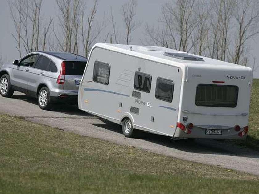 eignet sich ein suv zum fahren mit wohnwagen auto. Black Bedroom Furniture Sets. Home Design Ideas